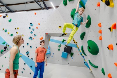 Bouldern und Klettern für Kinder und der ganzen Familie in der Kinderwelt der Boulderwelt Dortmund